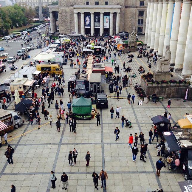 Żarcie na Kółkach dwa dni non stop przed Pałacem Kultury