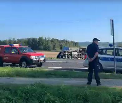 Bonin. Wypadek na DK 11. Zginęły 2 osoby, droga jest zablokowana