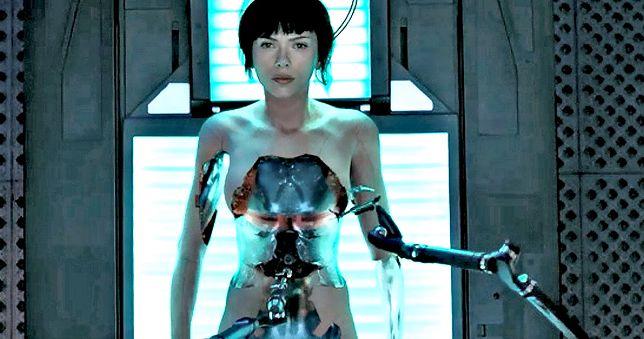 """Japończycy recenzują """"Ghost in the Shell"""". Są opinie na temat """"wybielenia"""" głównej bohaterki"""
