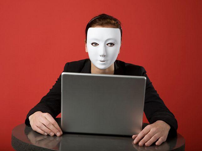Fala oszustw na Polakach przelewa się przez internet