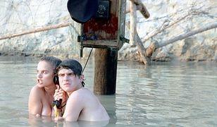 W słynnej scenie w wodzie aktorzy musieli kucać,