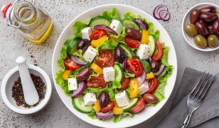 Sałatka grecka to bez wątpienia jedna z naszych ulubionych sałatek.