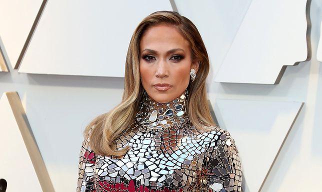 Jennifer Lopez chwali się formą przed koncertami. Pokazała sześciopak