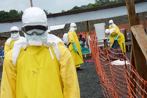 Personel szpitala Elwa w Monrovii - stolicy Liberii