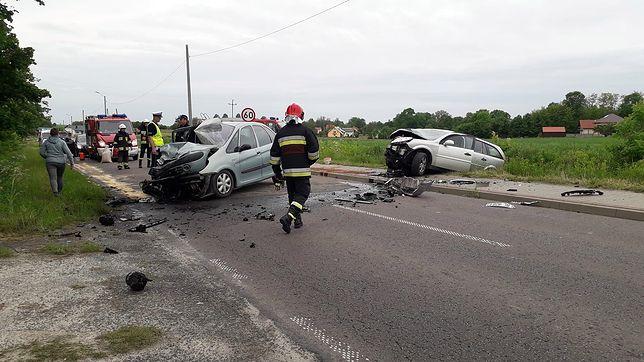 Samochody zderzyły się czołowo