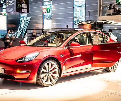 Tesla pracuje nad nowymi zmianami. Dotyczą dźwięków klaksonu