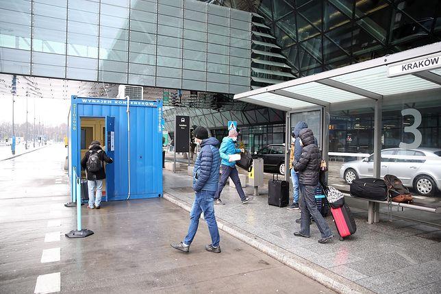 Punkt wymazowy umożliwiający wykonanie szybkiego testu antygenowego na lotnisku Kraków Airport