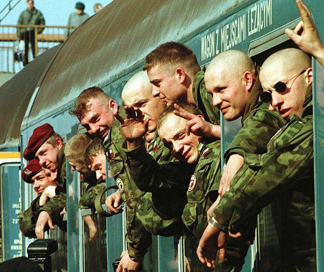Polska wysyłała tam żołnierzy, myśliwce i okręty. Zdjęcia