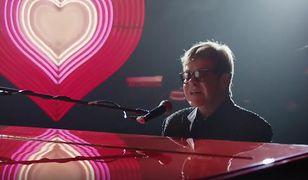 Elton John w wyjątkowej reklamie. Nie puszczają jej w telewizji. Za to w sieci bije rekordy popularności i wyciska łzy