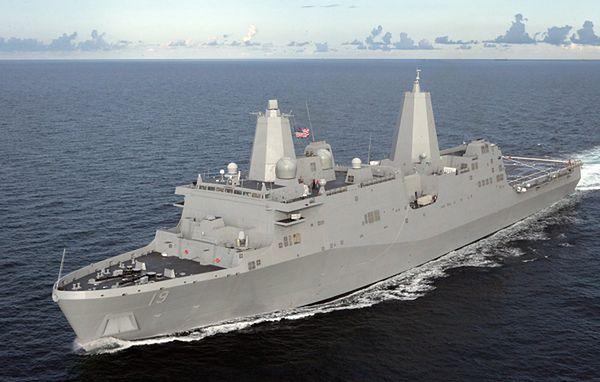 Okręt desantowy USA z 550 marines dołączył do lotniskowca w Zatoce Perskiej