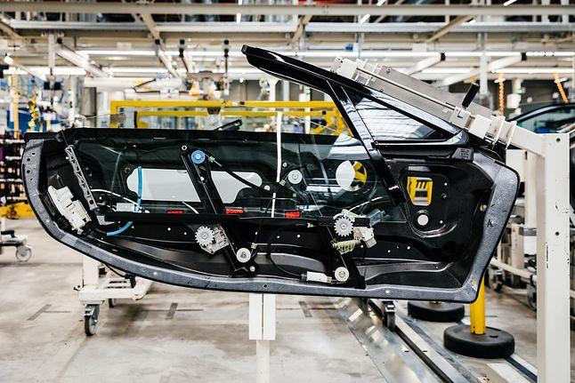 BMW i8 Roadster na etapie produkcji, źródło: materiały prasowe HP.