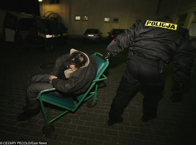 Policjanci mają ręce pełne roboty podczas sylwestrowej nocy.