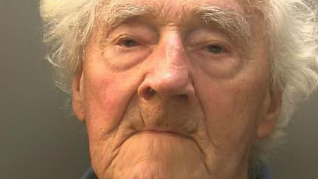 92-letni pedofil podrywał dzieci na czacie. Teraz ma awersję do internetu