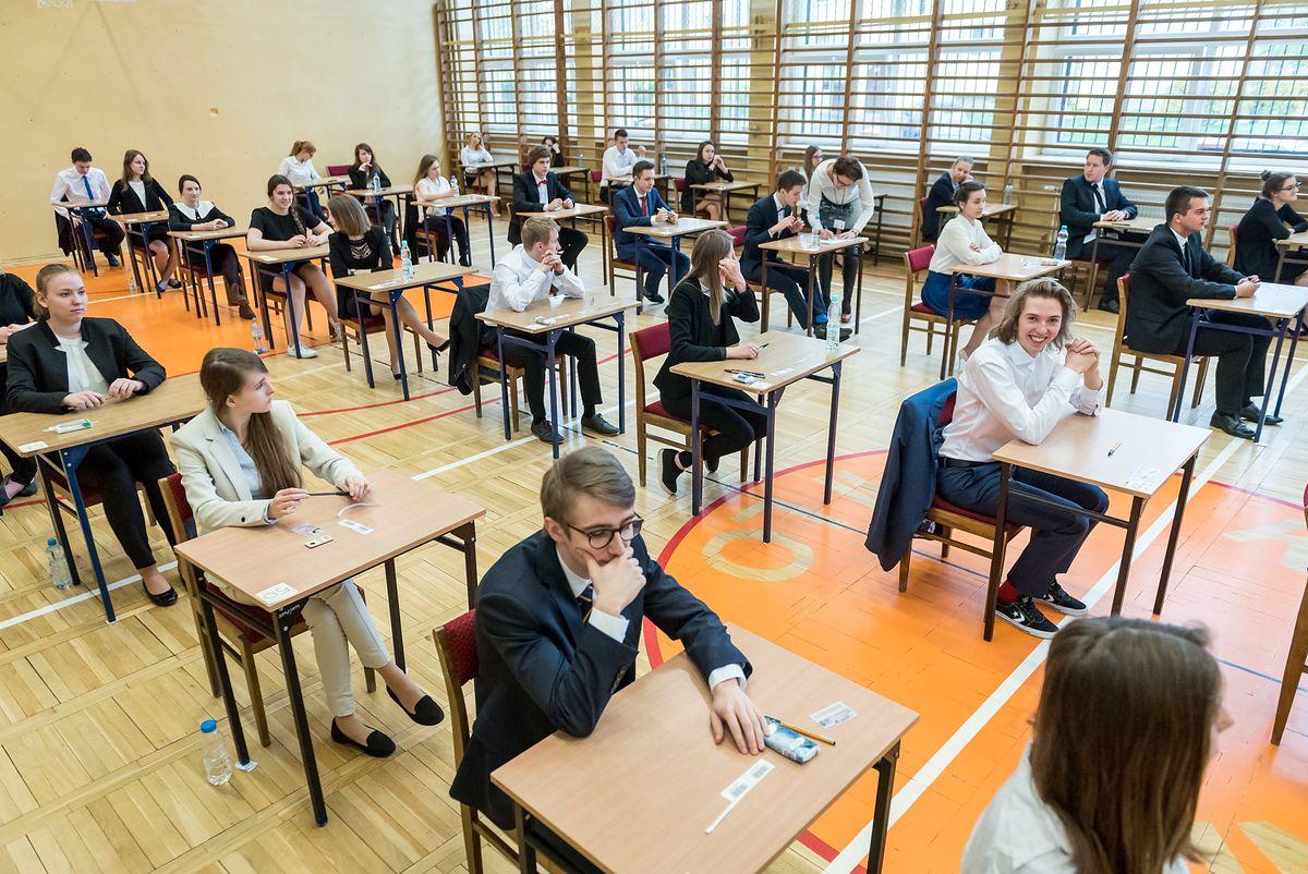 Matura 2020 i egzamin ósmoklasisty 2020 przełożone. Rodzice oburzeni decyzją rządu