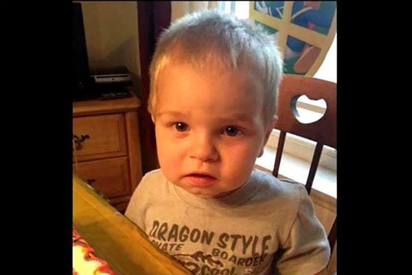 Dwuletni Kaleb Ahles