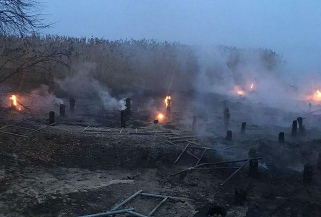 Podpalono pomost i promenadę w miejscowości  Trzebież.