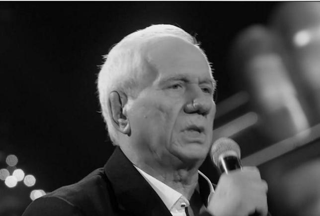 """Kazimierz Kiljan w trakcie występu w """"The Voice Senior""""."""