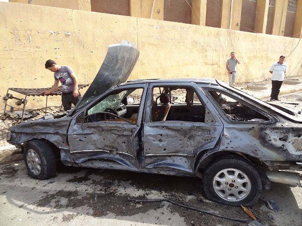 Samochód zniszczony w zamachu w Kirkuku