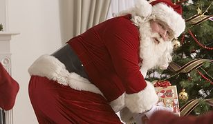 Atrybuty współczesnego Świętego Mikołaja.