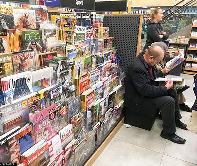 Do kiosku raczej nie po gazetę. Największe tytuły tracą czytelników