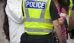 42-letniego Polaka z poważną raną głowy znaleziono na przystanku autobusowym