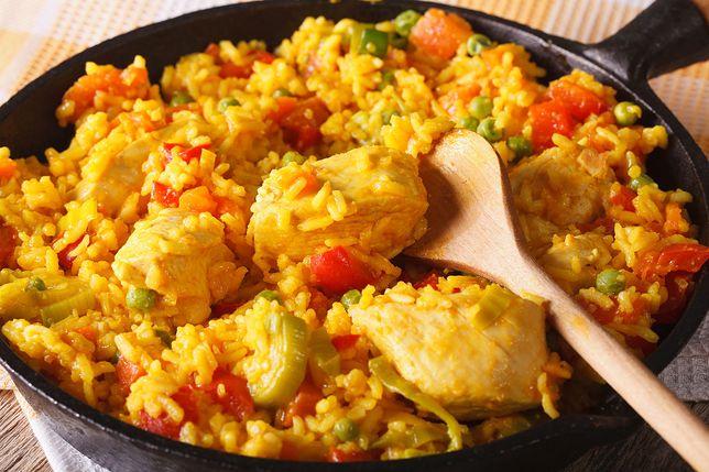Potrawka z kurczaka i ryżu to świetny pomysł na dietetyczny obiad.