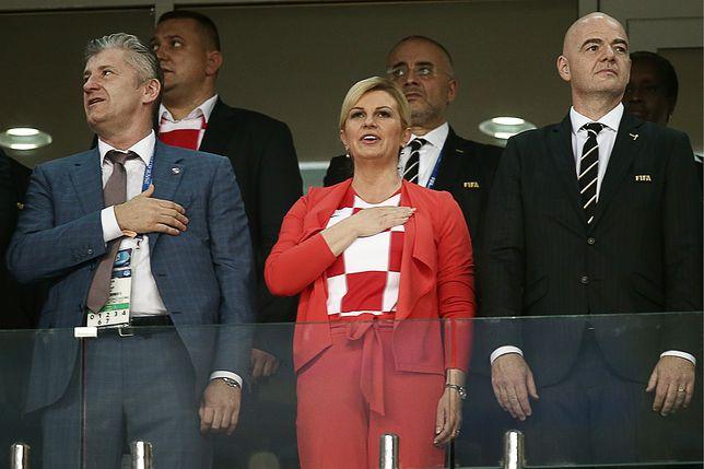 Prezydent Chorwacji Kolinda Grabar-Kitarović w towarzystwie piłkarskich działaczy