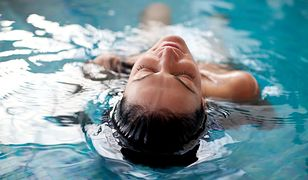 Efekt czerwonych oczu po wyjściu z basenu. Naukowcy odkryli, co go powoduje