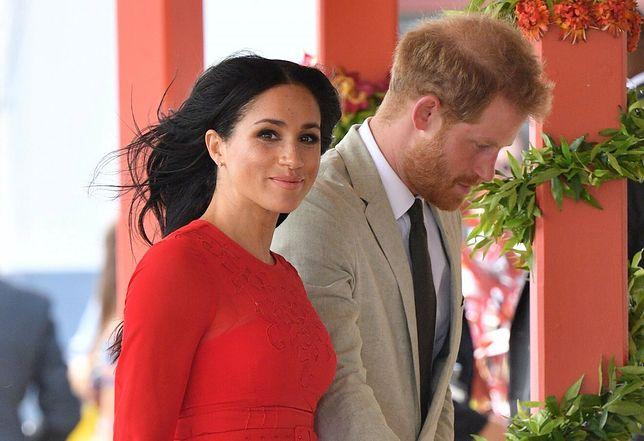 Mija rok, odkąd Meghan i Harry obwieścili światu, że porzucają przywileje i obowiązki pracujących członków rodziny królewskiej