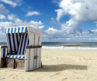 Zniknęły z Trójmiasta, ale ciągle można je spotkać nad Bałtykiem. Plażowe kosze to symbol wakacji