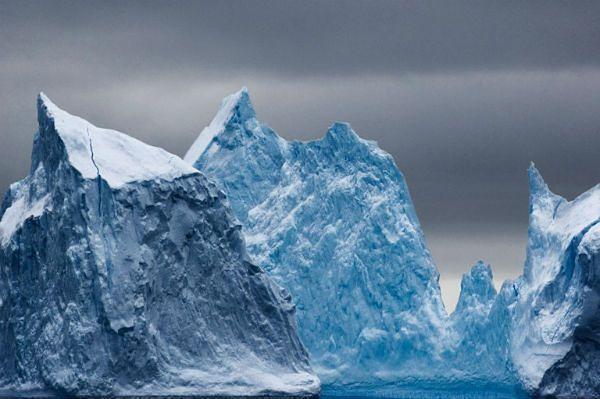 Akcja ratunkowa w Antarktyce. Statek z 74 osobami uwięziony