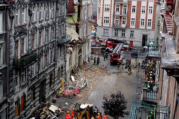 Prokuratura: uduszenie przyczyną śmierci ofiar katastrofy w Katowicach