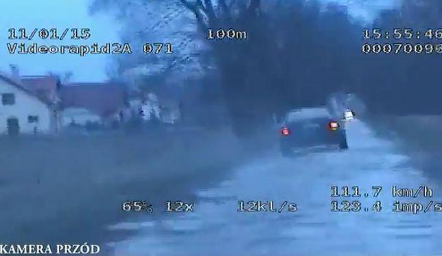 Policyjny pościg na Pomorzu za pijanym kierowcą - film