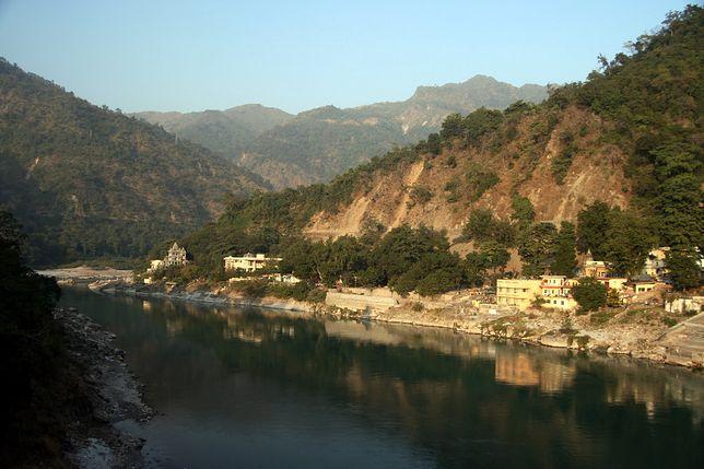 Koronawirus w Indiach. Rzeka Ganges staje się zaskakująco czysta