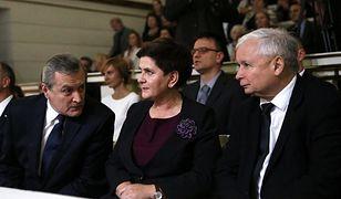Premierzy Piotr Gliński, Beata Szydło oraz Jarosław Kaczyński