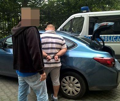 """Przewoził 4 kg amfetaminy i 20 tys. zł w BMW. Policja znalazła """"karton z białym proszkiem"""""""