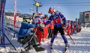 Andrzej Duda wziął udział w charytatywnej imprezie narciarzy. Pod stokiem czekali protestujący przedsiębiorcy z ciupagami