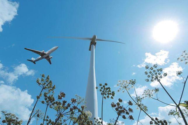 """Określenie """"zrównoważone paliwo lotnicze"""" lub """"biopaliwo"""" odnosi się do paliwa lotniczego, które nie powstało w wyniku rektyfikacji ropy naftowej"""