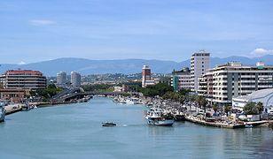 Pescara jest położona na dwóch brzegach rzeki Pescary