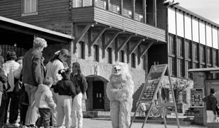Człowiek w stroju polarnego niedźwiedzia, Gubałówka, Zakopane, lata 80. Fot. Zygmunt Światek