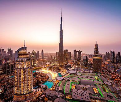 Wieżowiec stanowi obowiązkową atrakcją turystyczną dla wszystkich odwiedzających Emirat