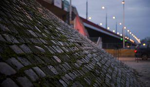 Remont muru oporowego trasy W-Z. Zamknięcie wjazdu na most Śląsko-Dabrowski