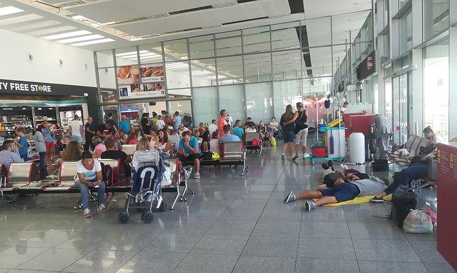 Polscy turyści od kilkunastu godzin koczują na lotnisku w Burgas