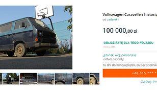 Chodzi o osobowy Volkswagen Caravelle z 1983 roku