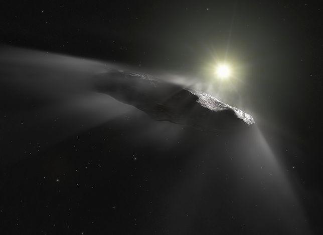 """Wizualizacja """"kosmicznego przybysza"""", komety Oumuama"""