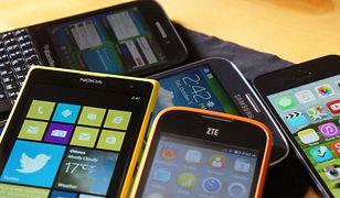 Producenci smartfonów niechętnie dzielą się danymi dotyczącymi ich sprzedaży. Podają najwyżej ogólnikowe wartości dotyczące poszczególnych regionów, a i to tylko wtedy, kiedy uważają, że mają czym się pochwalić. Oszacowanie, który telefon jest faktycznie najpopularniejszy na świecie jest więc niezmiernie trudne. Co nie znaczy, że nie można i nie warto próbować.  Ciekawym przyczynkiem do tego może być coroczny ranking firmy Krusell. Ocenia ona popularność telefonów na podstawie… liczby ochronnych obudów, jaką udało jej się sprzedać do poszczególnych modeli. Metodę tą można uznać za dość kontrowersyjną – świadczyć może bowiem nie tyle o tym, jakim powodzeniem cieszą się poszczególne modele, co o strachu, jaki odczuwają użytkownicy przed ich zniszczeniem. Wiadomo więc, że w przewadze będą tu droższe, topowe modele. Ale z drugiej strony jest ona o tyle lepsza od jakichkolwiek rankingów sprzedaży, że mówi nie tylko o aparatach kupionych w danym roku, ale o wszystkich, jakie znajdują się aktualnie w użytku.  Z całą pewnością warto więc zapoznać się z wynikami tego zestawienia.