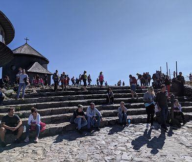 Tłumy turystów na Śnieżce. Polacy wykazali się sprytem