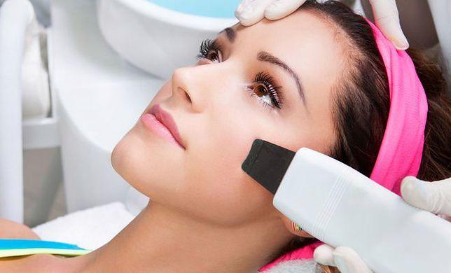 Przesuszenie, szorstkość, pieczenie i swędzenie. Jak dbać zimą o skórę?