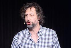 """Szymon Majewski skrytykował materiał """"Wiadomości"""" o Woodstocku. """"Na miejscu Krzysztofa Ziemca zacząłbym siedzieć tyłem"""""""