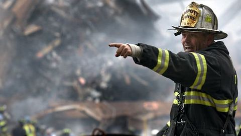 Straż pożarna apeluje, byśmy nie ładowali telefonów nocą
